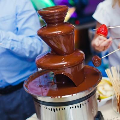 女子に大人気!チョコレートファウンテン! イチゴやマシュマロにたっぷりつけて召し上がれ♪