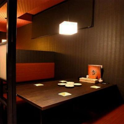 居酒屋の少人数制の落ち着いた雰囲気のある個室。 ゆったりとお話できる空間は、恋活・婚活にピッタリです!