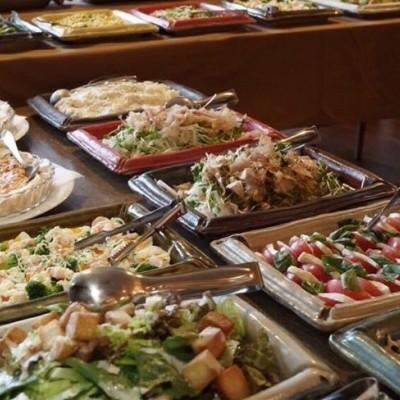 ※写真の料理は一例となります。開催店舗によって料理内容また開催規模に応じて料理のボリュームが異なります。