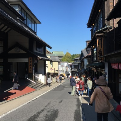 成田山新勝寺までの参道800mを散策します。 気になるお店などありましたらお入りください