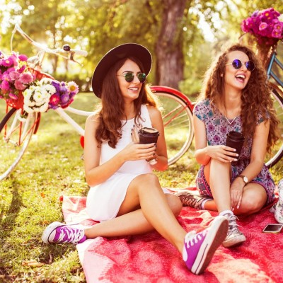 男性も女性も、非日常を楽しむためにどうぞお洒落してきてください。