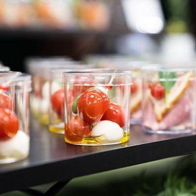 ■ Food menu ・Broccoli salad(ブロッコリーサラダ) ・Teriyaki chicken(照り焼き焼きチキン) ・Baked Potato(ジャガバタ) ・Colorful pilaf(ピラフ) コロナ対策によりカップにて提供させて頂きます。
